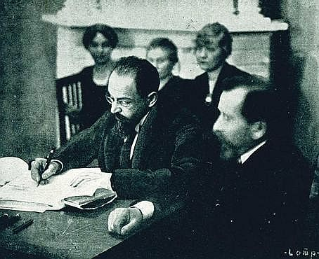 Joffe Signing The Treaty of Tartu